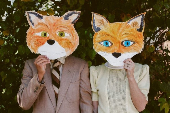 via http://www.abeautifulmess.com/2012/10/last-minute-costume-ideas-for-couples.html